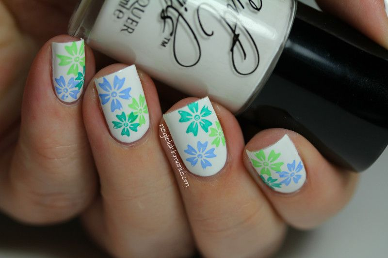 Summer Summer Summernails... Stamped flowers with IsaDora nail polish and motive from XL-F.