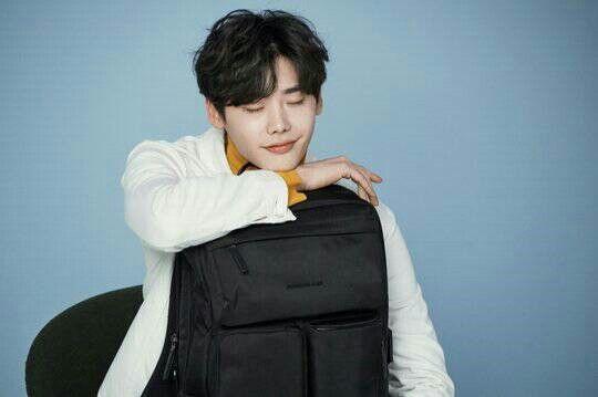 Lee Jong Suk - Samsonite RED