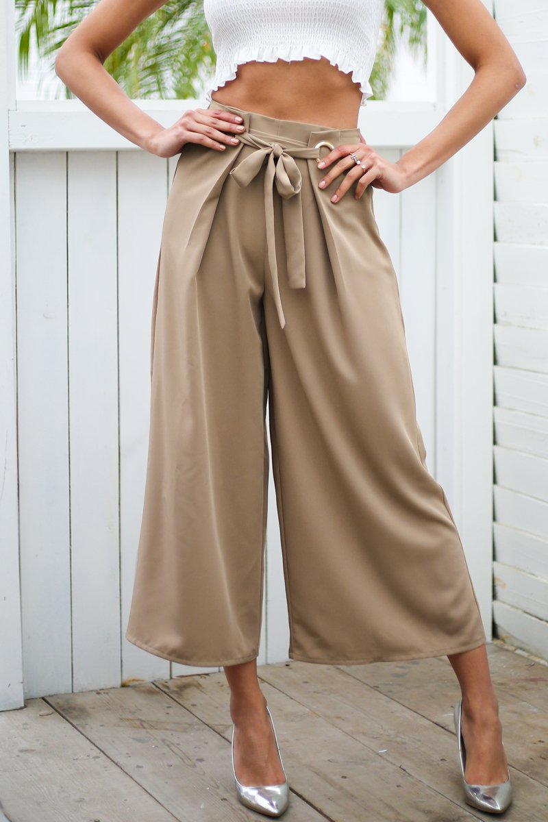 b3667fb97533 High waisted trousers Material: Viscose Length: Ankle-Length Pants Fit  Type: Loose Fabric Type: Woven Closure Type: Elastic Waist Decoration: Fake  Zippers ...