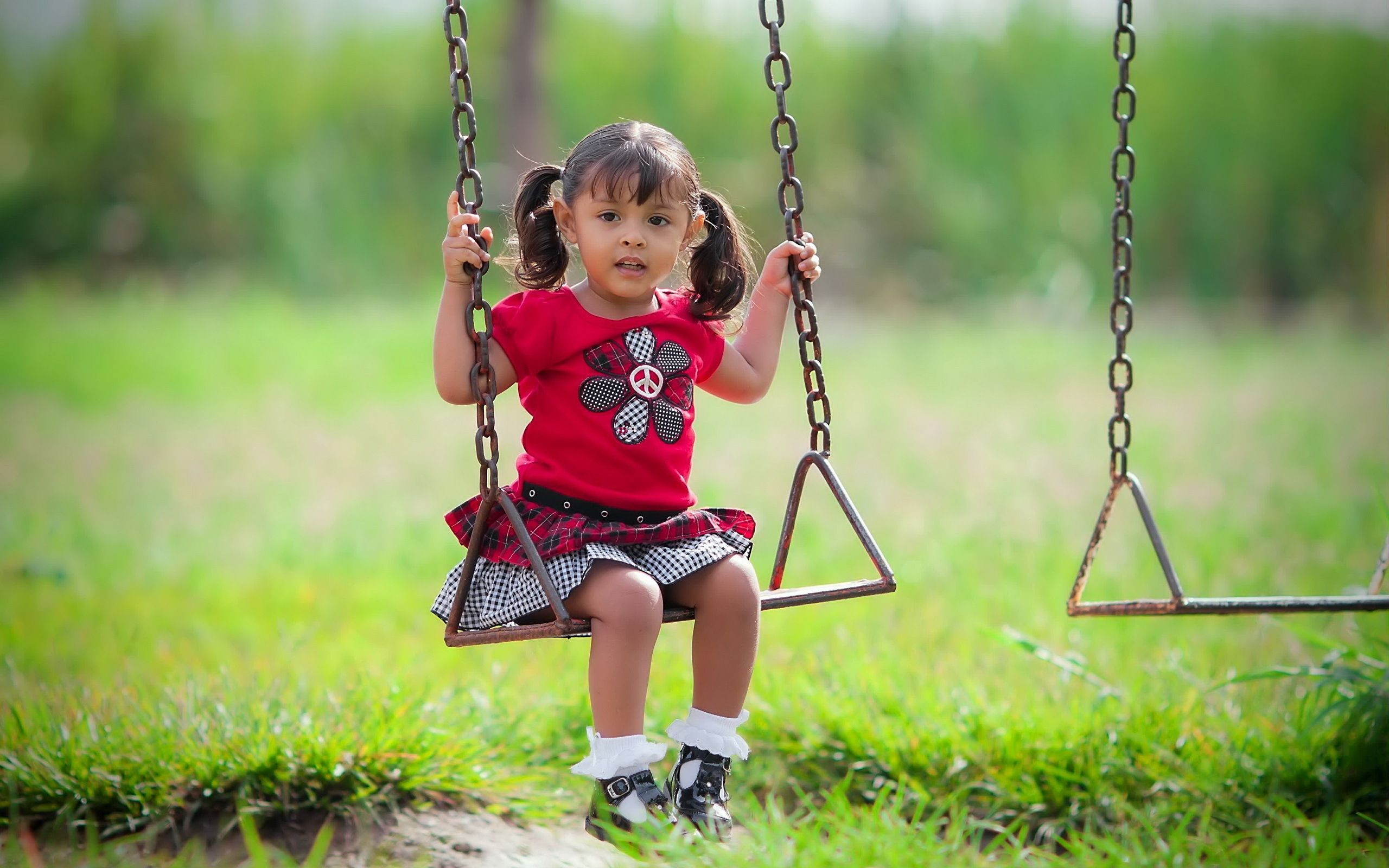 Download Wallpaper 2560x1600 child, girl, swing, mood