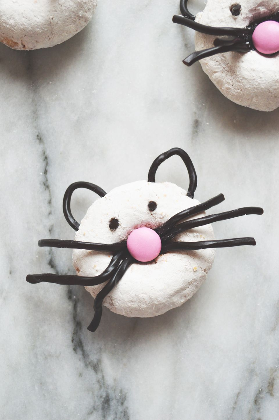 Kitty Doughnuts A Fun Craft Made With Plain Chocolate M Ms Licorice And Ready Made Powdered Doughnuts Cat Party Cat Themed Parties
