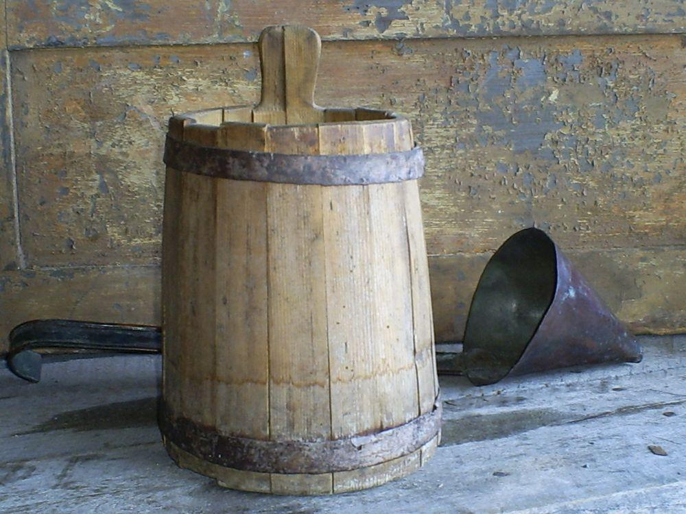 Antique Primitive Piggin Tapered Staved Wood Bucket