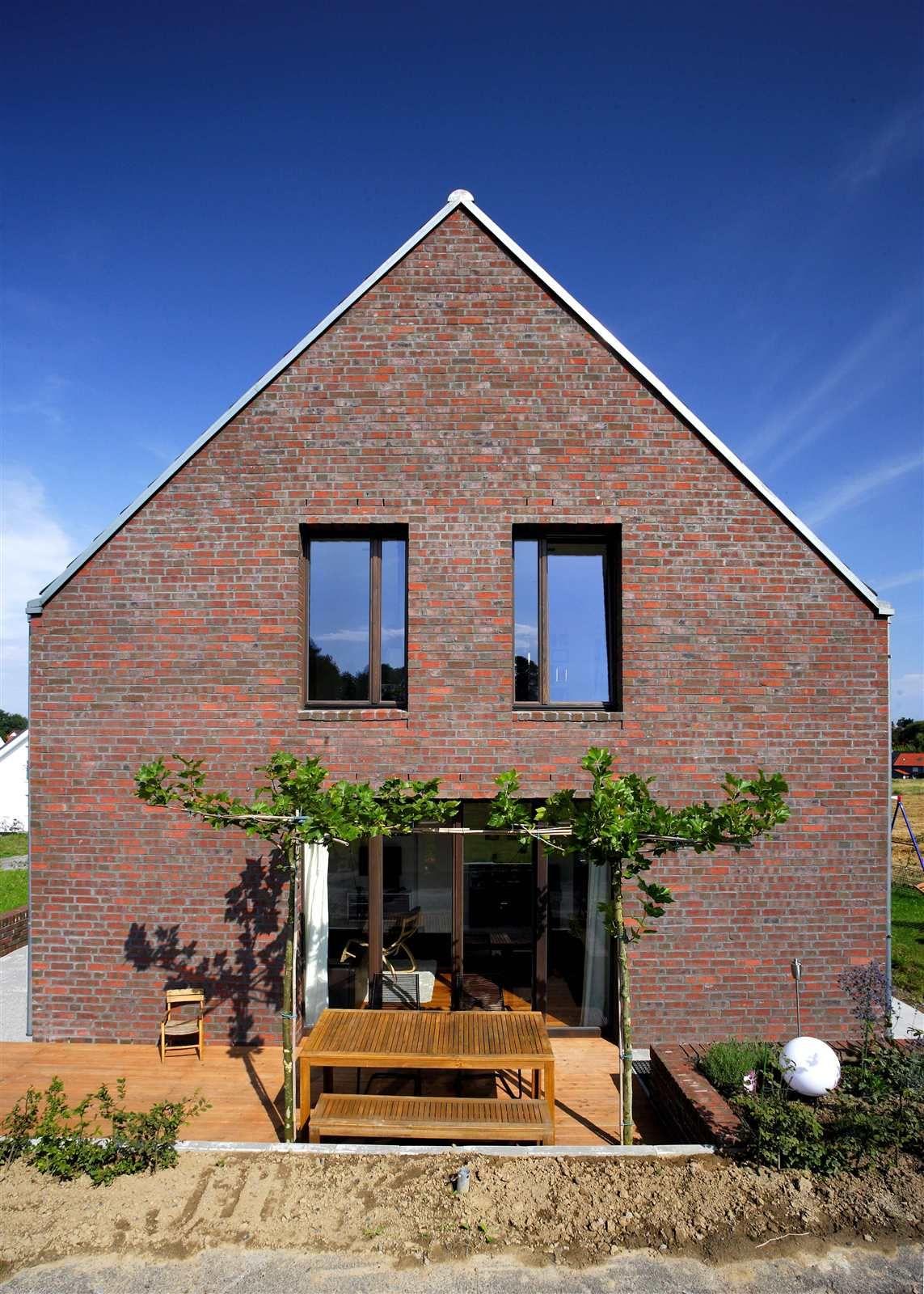 Ziegelhaus design außen kompaktes ziegelhaus mit erdwärmepumpe  neubau  hausideen so