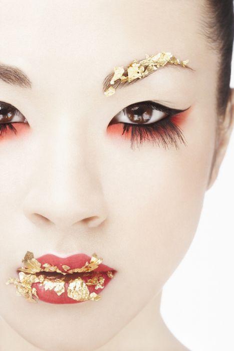 Japanese Geisha Maiko Makeup Is So Elegant Of Course This Has A Modern Artistic Flair To It Gold Makeup Geisha Makeup Red Eye Makeup