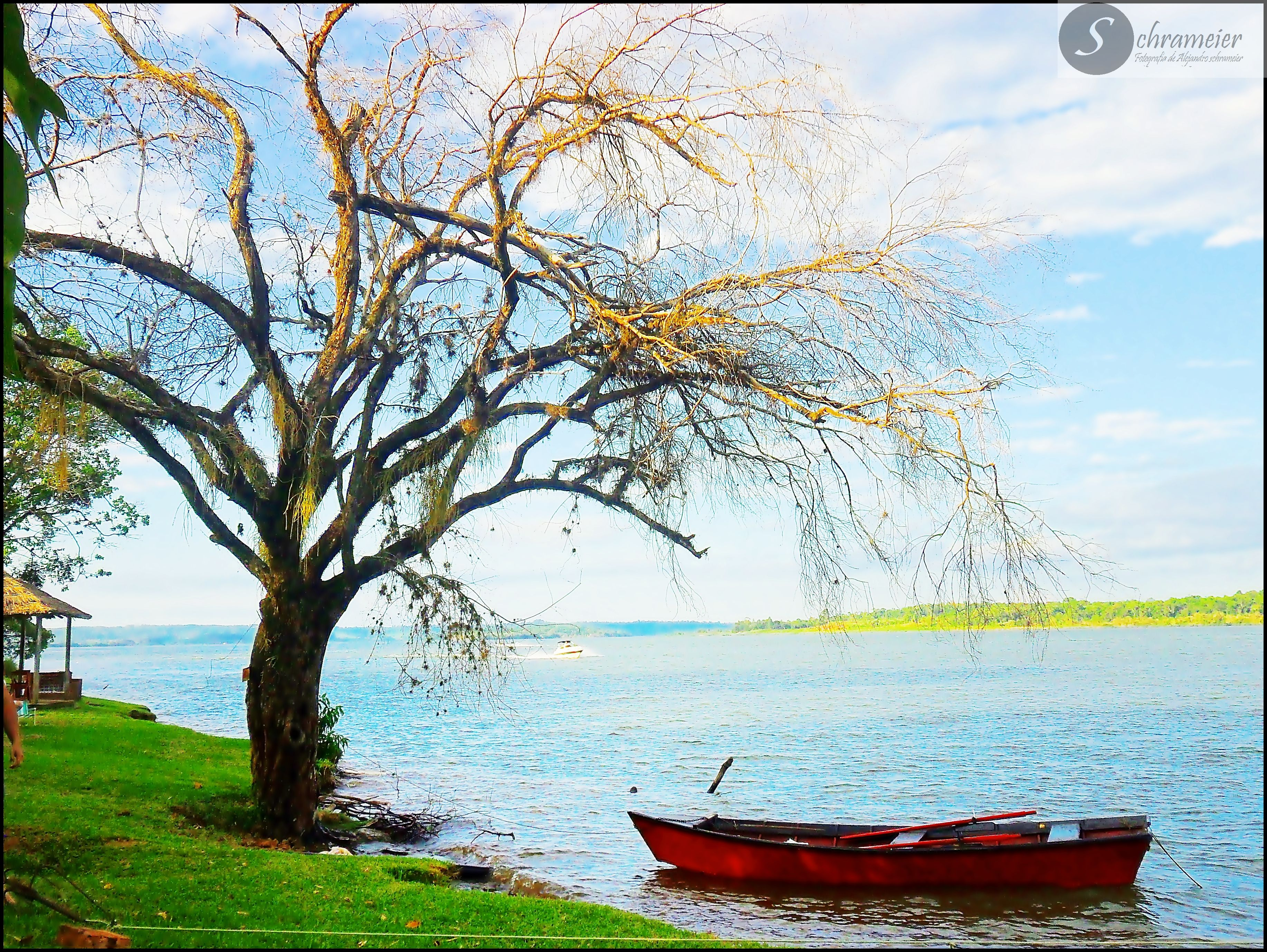 De paseo por el río, hermoso domingo!! (: