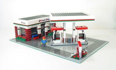Lego New MOC City Mini Octan Gas Station With Pumps Service Mini Figure Set Up