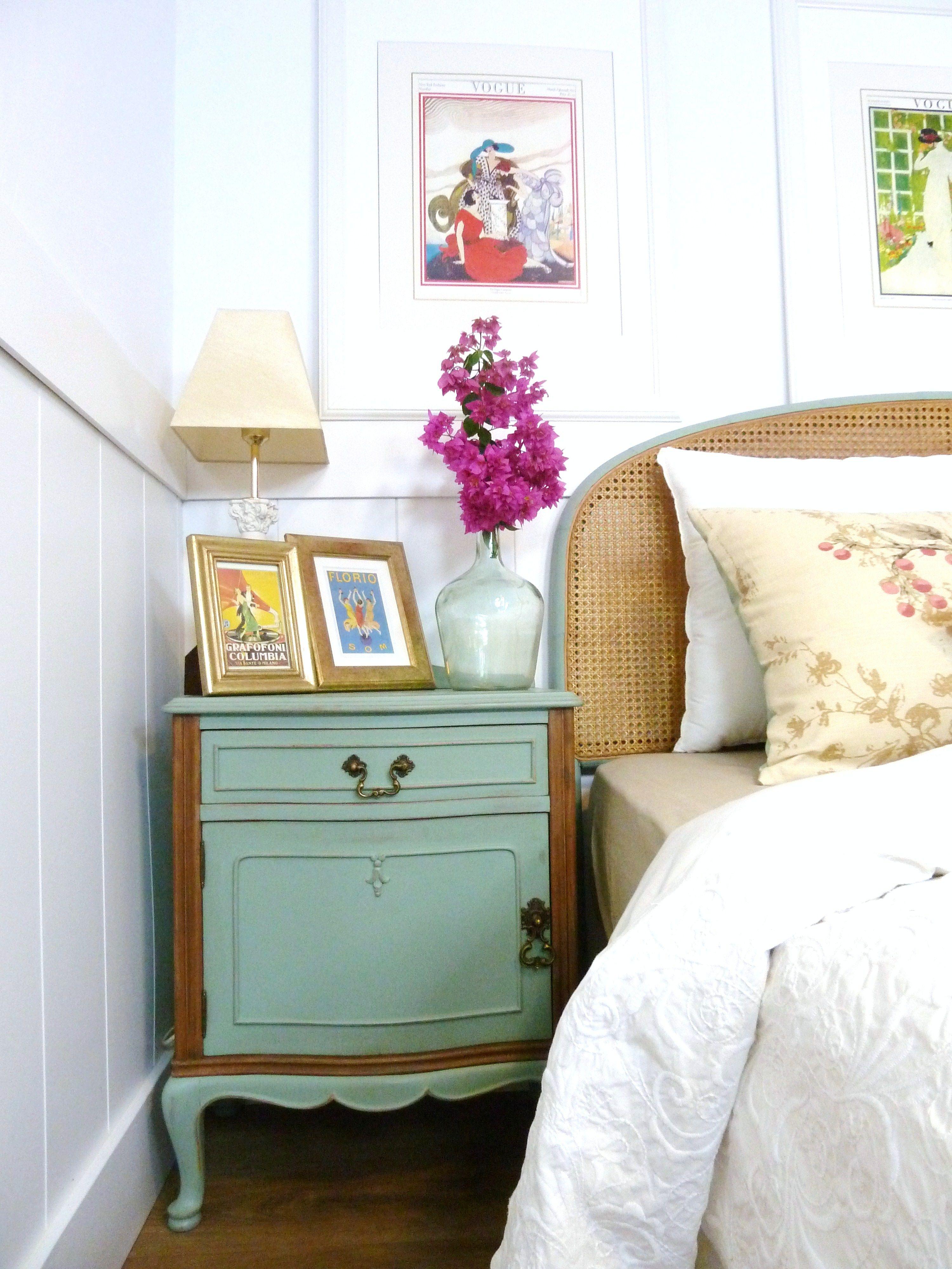 Mesita de madera con caj n y puerta pintada en color - Mesitas de noche originales ...