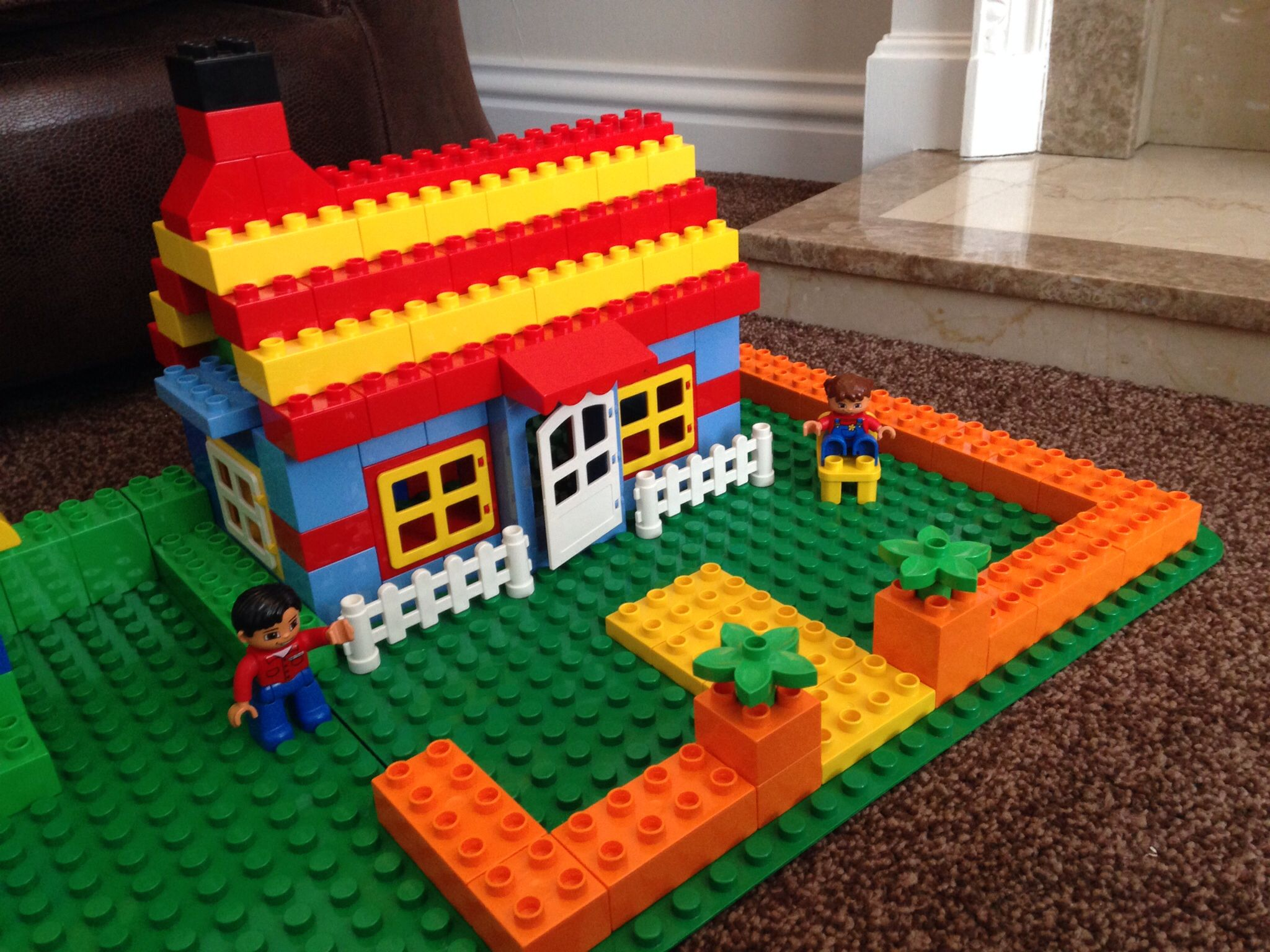 Bungalow cottage lego duplo pinterest bungalow for Modele maison lego classic