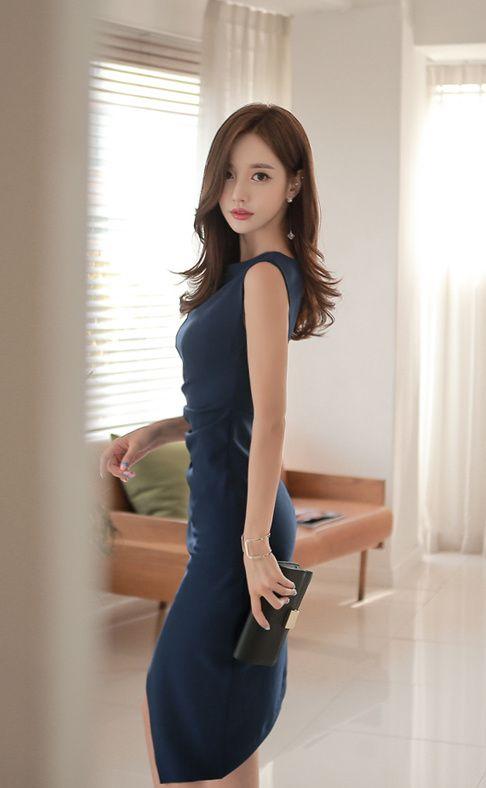 ブルーのドレスのソンユンジュ