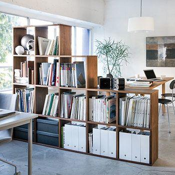 お部屋の仕切りとしても使えます。段差を付けることにより、空間に動きが出て圧迫感がなくなりますよ。