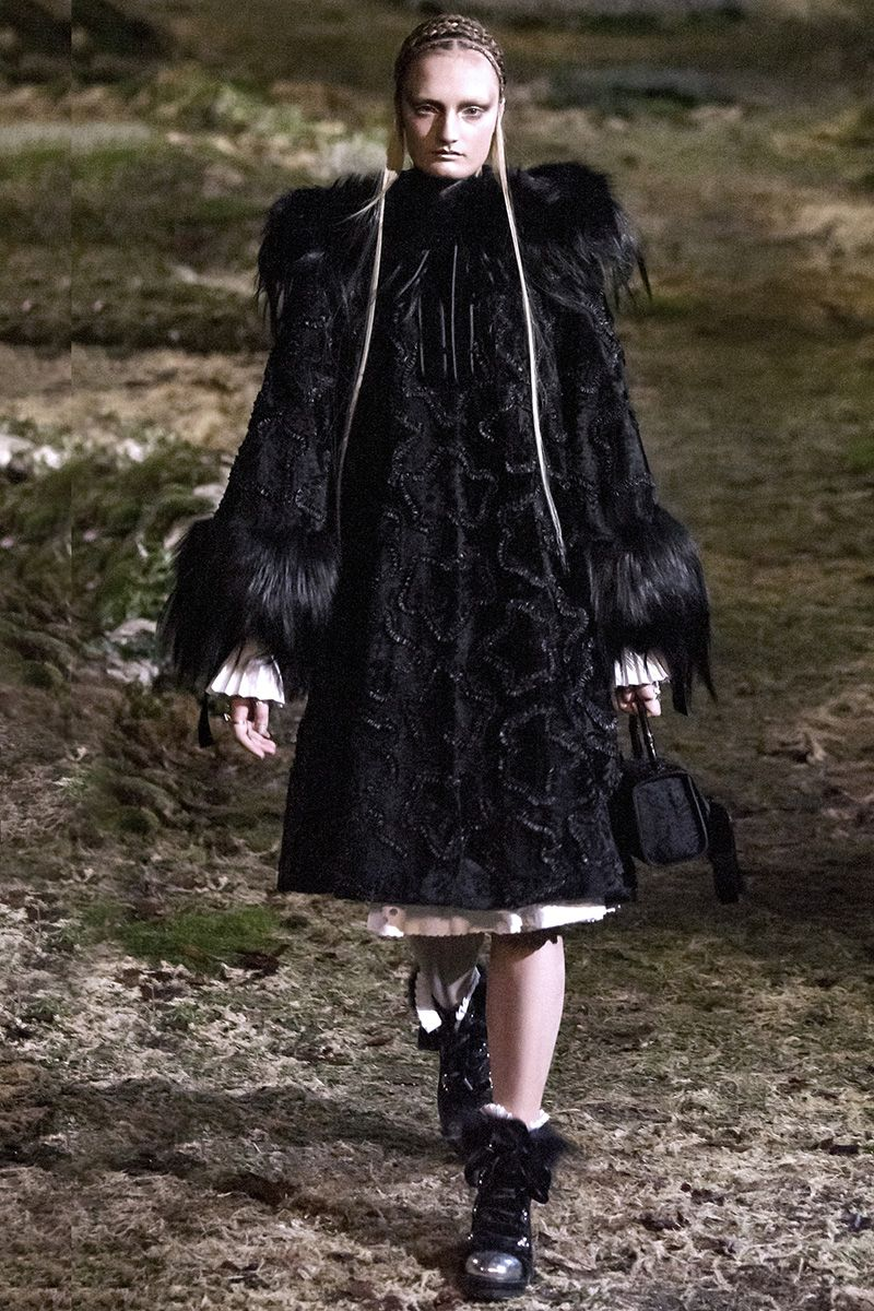 Alexander McQueen Fall 2014 RTW - Runway Photos - Fashion Week - Runway, Fashion Shows and Collections - Vogue
