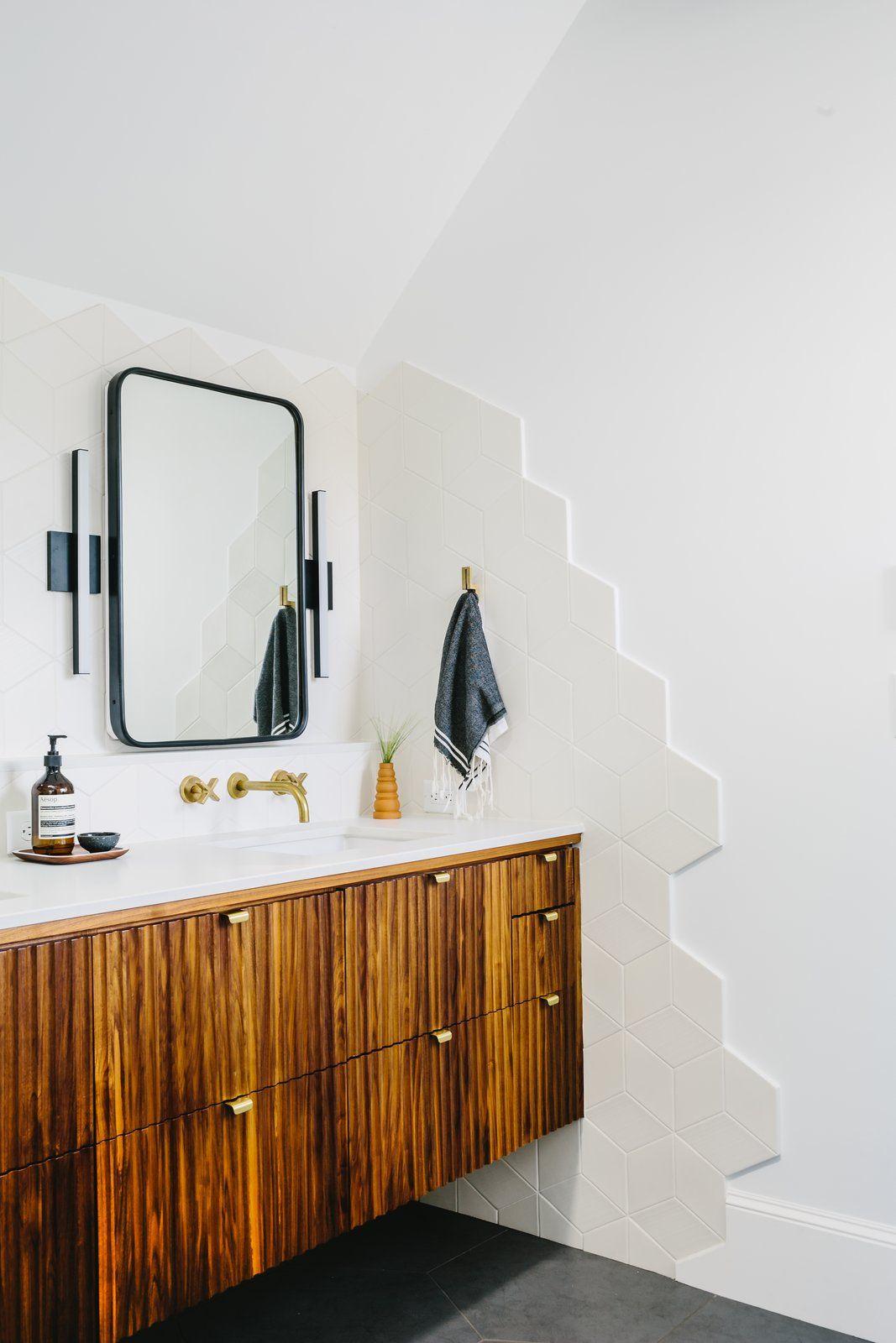 Modern Home With Bath Room Engineered Quartz Counter Porcelain