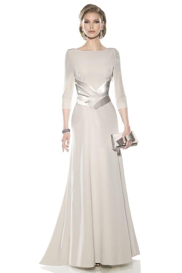 vestido de madrina largo en doble crepe, mangas francesa, escote