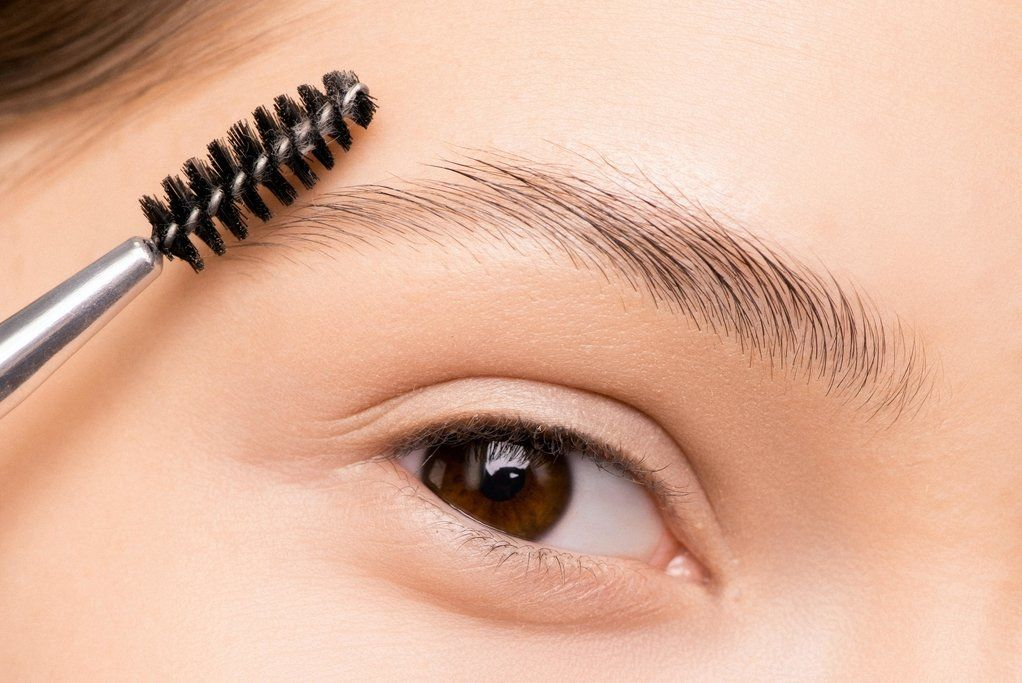 How to Do Your Eyebrows at Home When You Can't Get to a ...