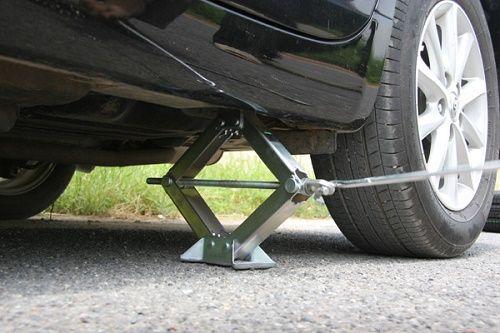 Chăm sóc lốp xe ô tô rất quan trọng