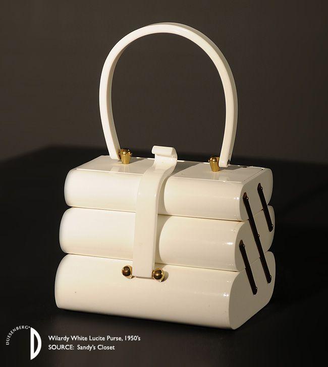 Wilardy White Lucite Purse, 1950's. Hij lijkt veel op een naaidoosje van vroeger, best grappig.