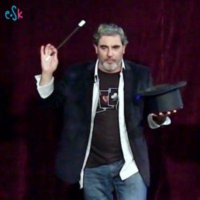 Entrevista a nuestro mago Marcos sobre la magia y sus funciones pedagógicas.   #Magia #EspectáculosInfantiles #PlanesNiños #Educación
