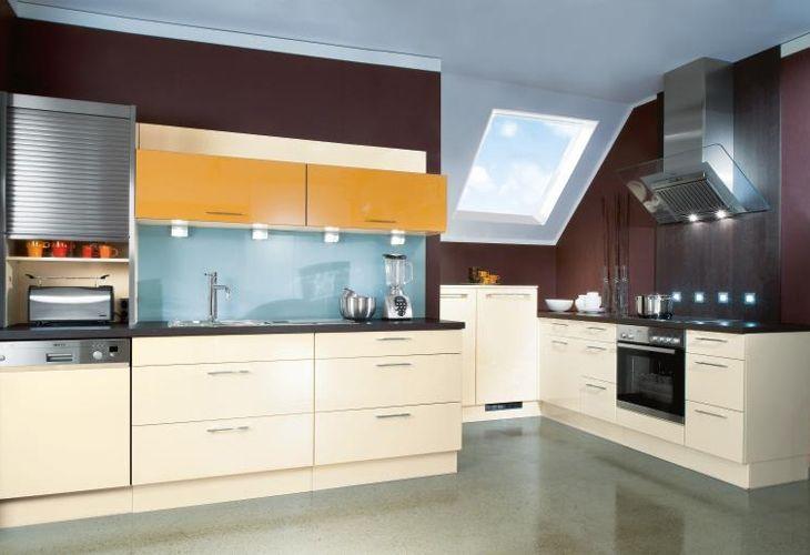 Küche in Gelb Küchenzeile www.dyk360kuechen.de