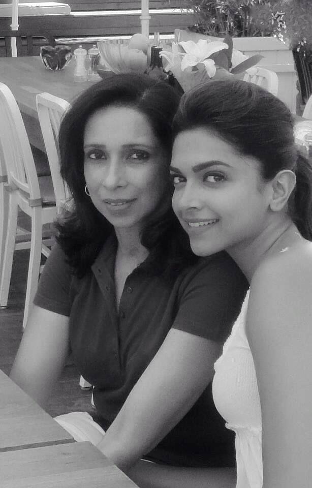 Deepika And Her Mother Deepika Padukone Bollywood Actors Deepika Ranveer