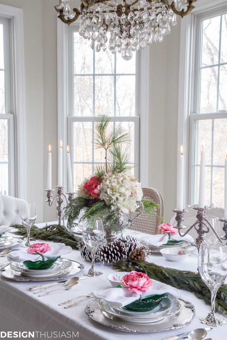 Christmas Table Settings | Don't have a dining room to entertain in? Here are 6 tips for creating elegant Christmas table settings when eating in the kitchen. -----