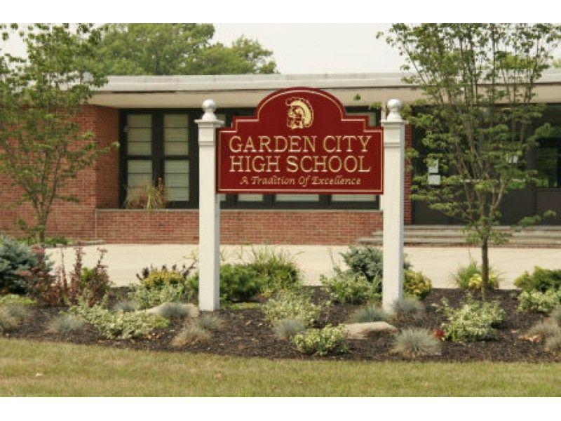 U S News Ranks Garden City High School As Best Hs On Long Island