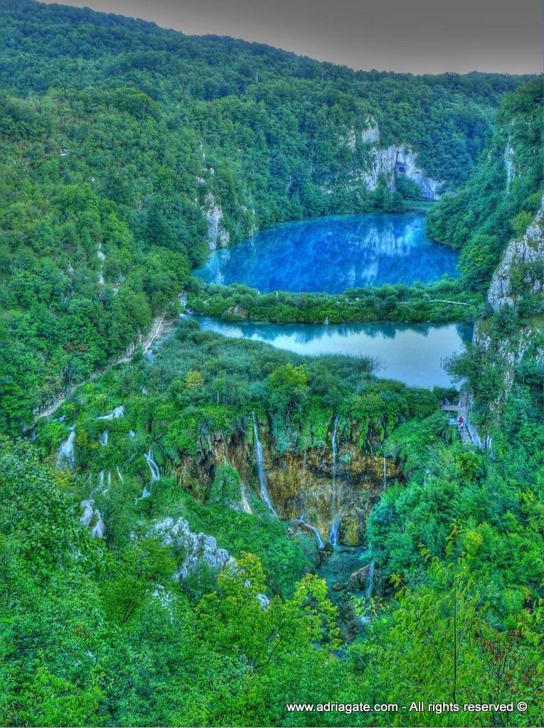 Skupinu tvorí 16 terasovito usporiadaných jazier medzi sebou pospájaných vovopádmi. Kilometrová sieť drevených mostov a lesných chodníkov umožňuje návštevníkovi blízky kontakt s vodopádmi a jazerami. Príroda, ktorá vybudovala vodopády ako aj celková príroda národného parku tvoriaca živý svet národného parku sú dôvodom opätovného nadšenia návštevníkov. Priehrady medzi jazerami, cez ktoré padajú prekrásne vodopády, vznikajú zvláštnym prírodným spôsobom trvajúcim niekoľko tisíc rokov.