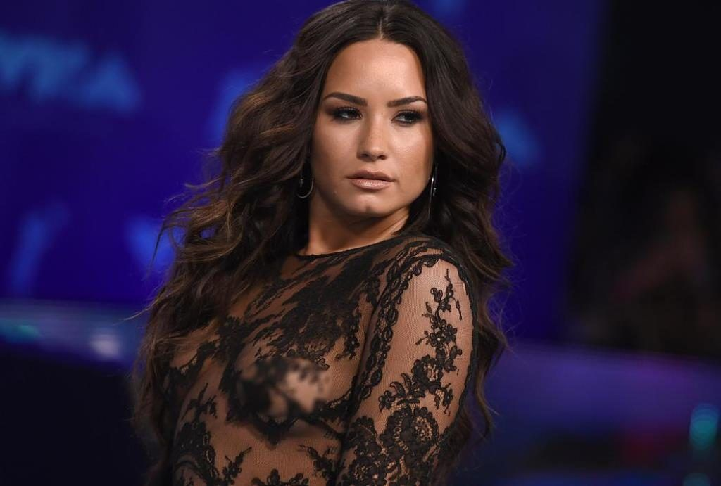 Tampil Braless Di Mtv Vma Seven Demi Lovato Cuek Pamer Payudara