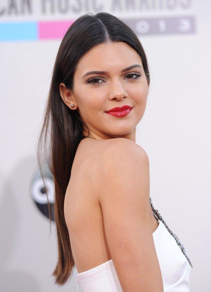 Kendall Jenner Photos - Arrivals at the American Music Awards - Zimbio