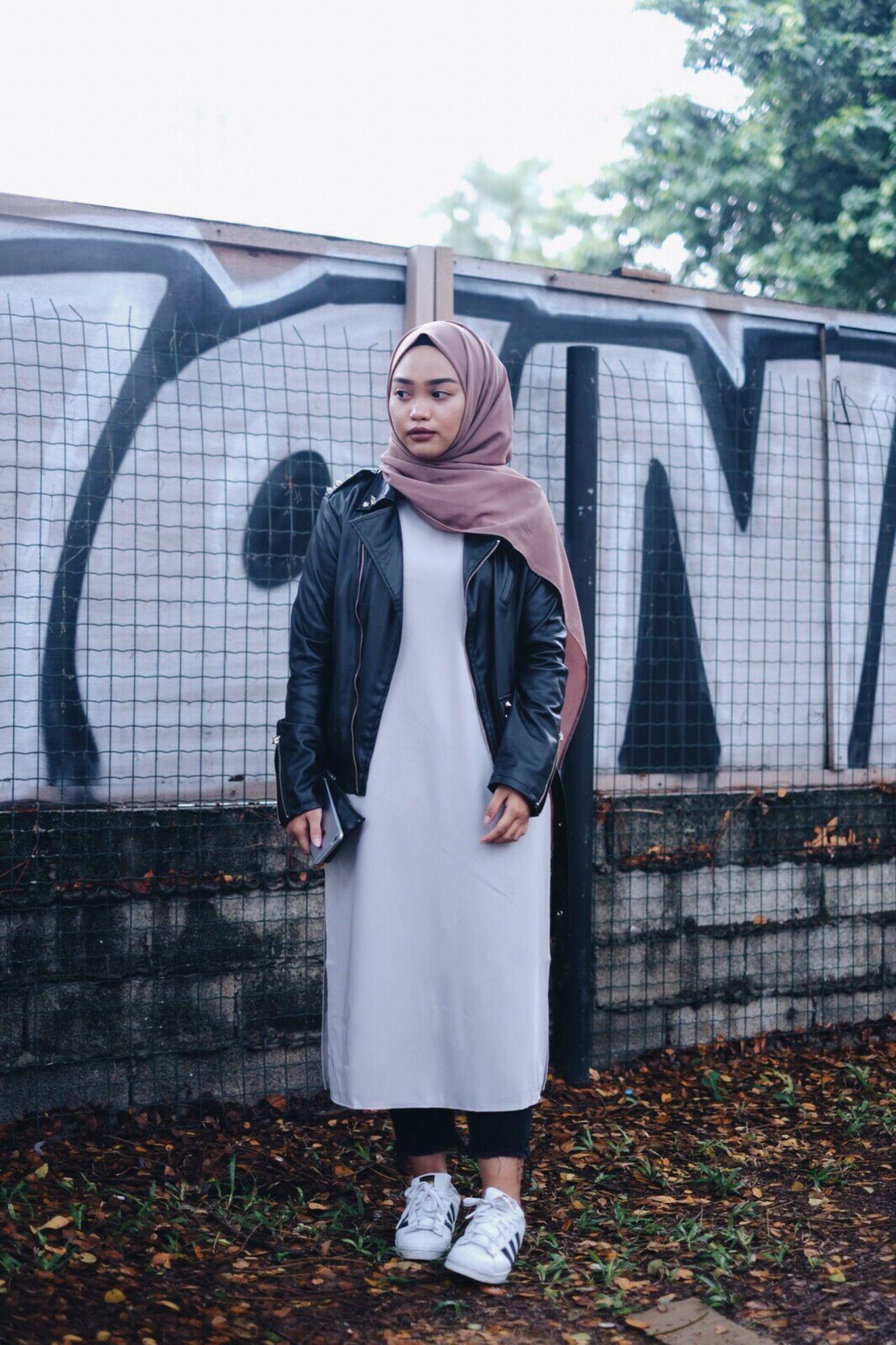 Leather jacket hijab - Hijabfashion Leather Jacket Midi Dress Adidas Superstar Trainers
