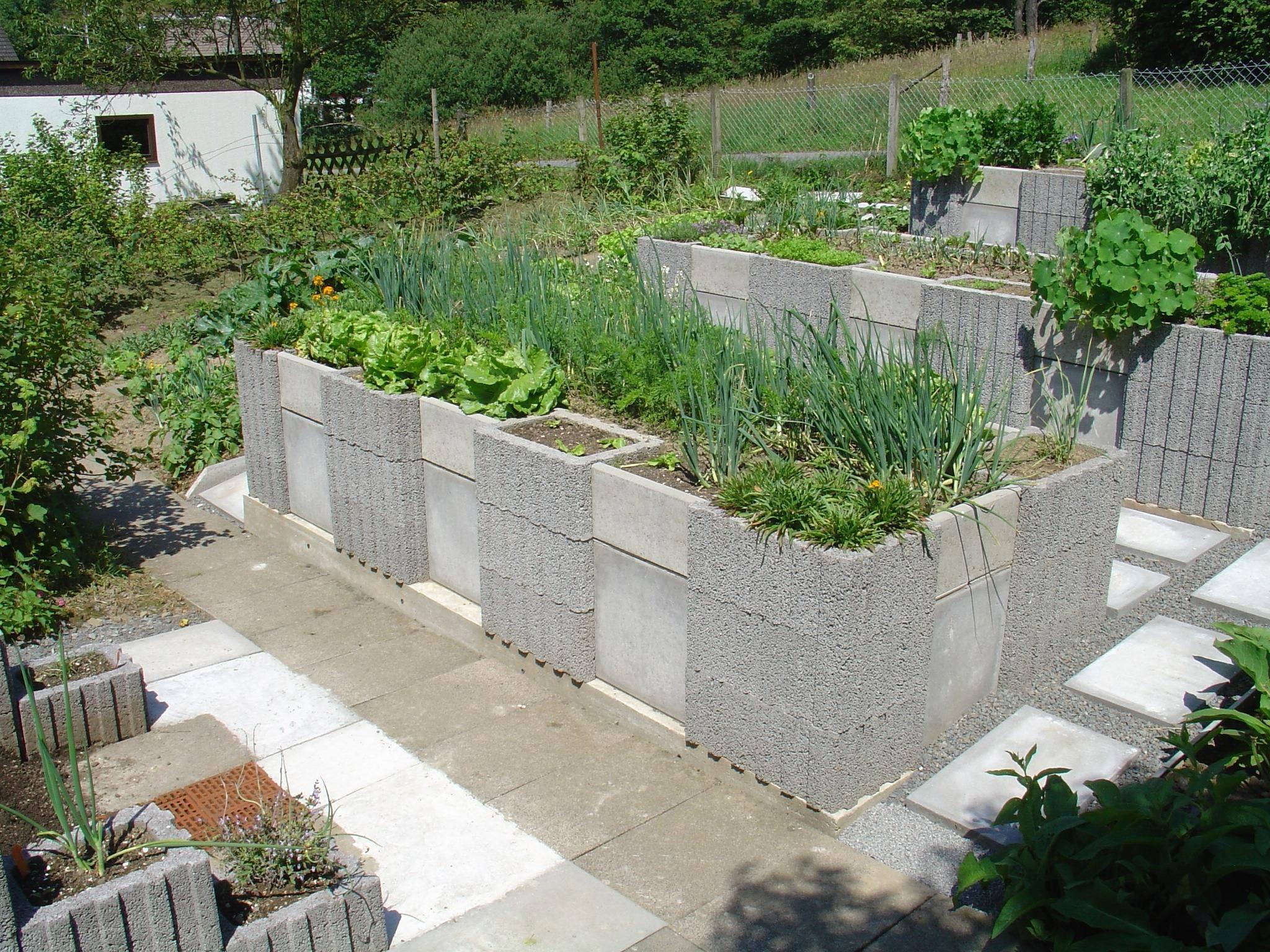 Do it yourself gardening with raised garden beds jardn vertical do it yourself gardening with raised garden beds solutioingenieria Gallery