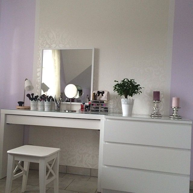 minimalistic vanity table easy to create from ikea malm dressing table and a large mirror. Black Bedroom Furniture Sets. Home Design Ideas