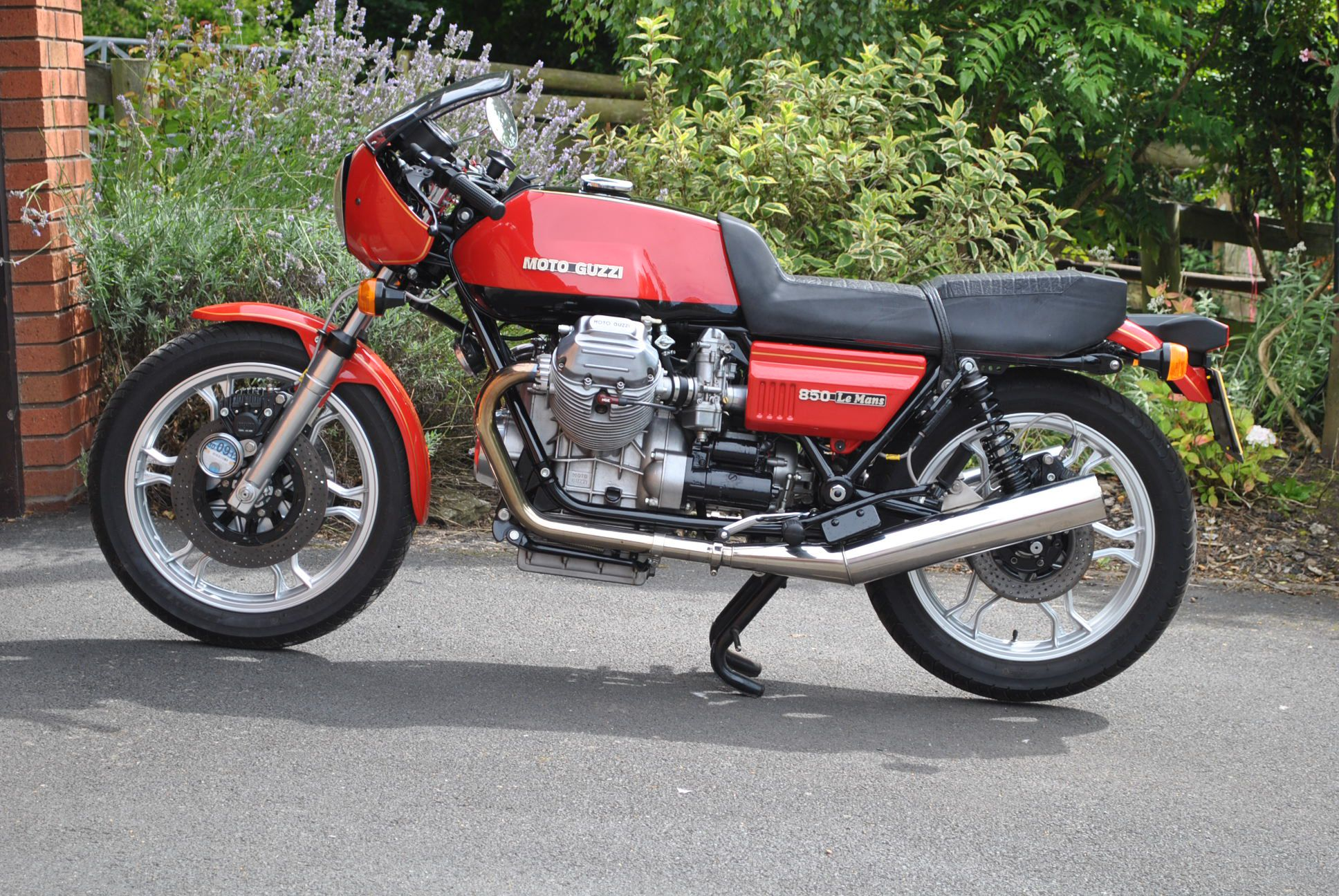Pin By Lemans850 On Cars Motorcycles Moto Guzzi Cafe Racer Classic Motorcycles Moto Guzzi