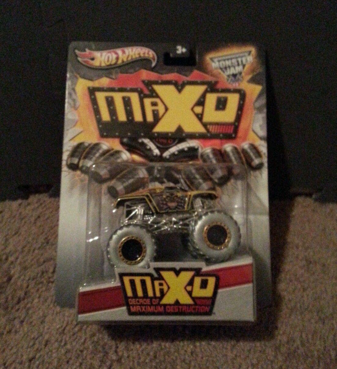 Hot wheels monster jam 10 years maximum destruction maxd