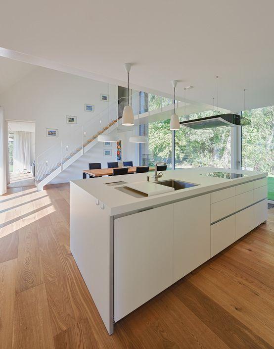 Waldhaus mit Durchblick von Möhring Architekten Boden, Kitchens