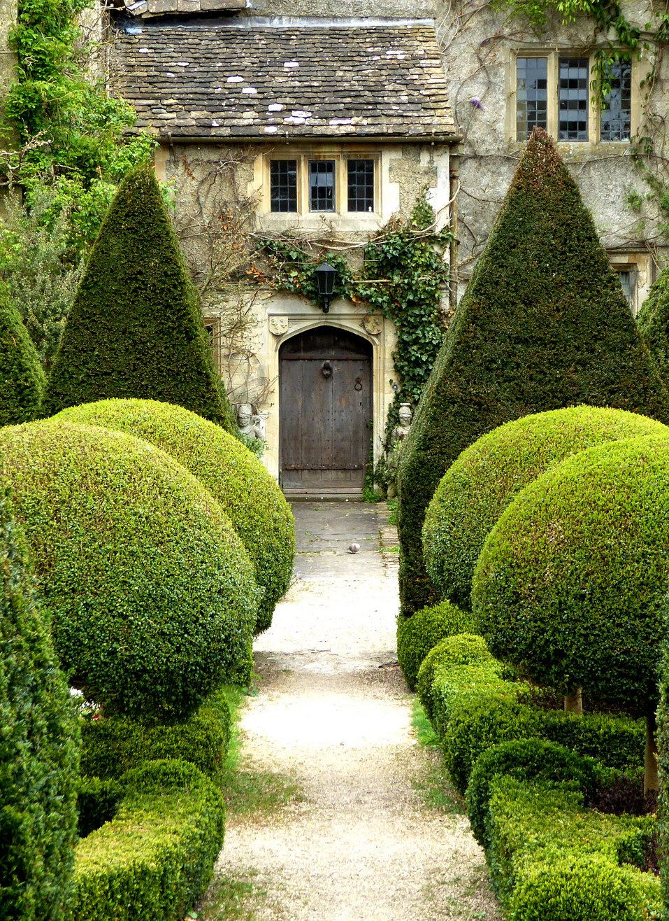 Topiary Ideas Part - 17: 16 Creatively Designed Topiary Ideas