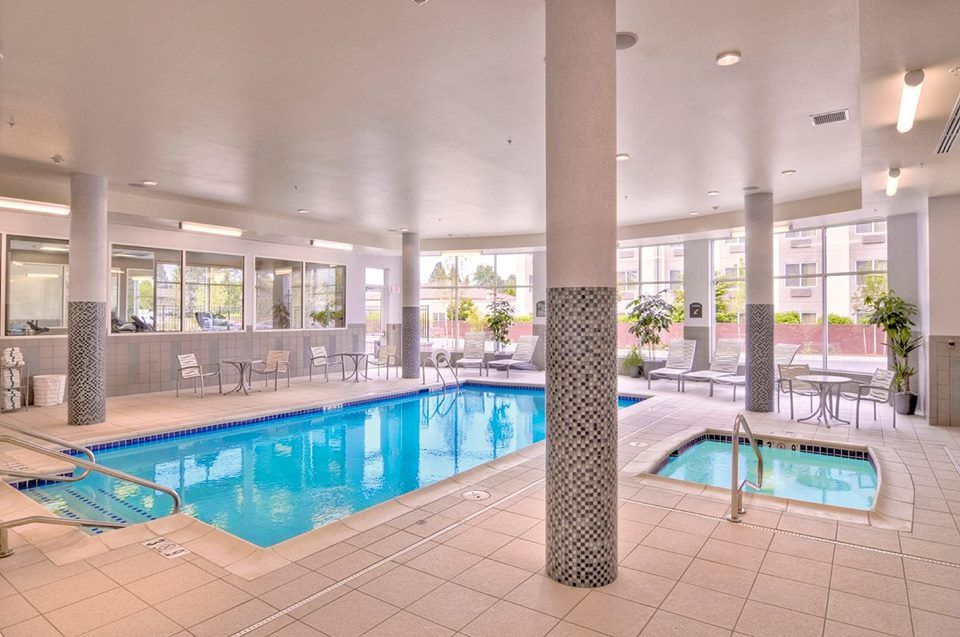 Indoor Pool And Spa Hieugene With Images Hotel Holiday Inn