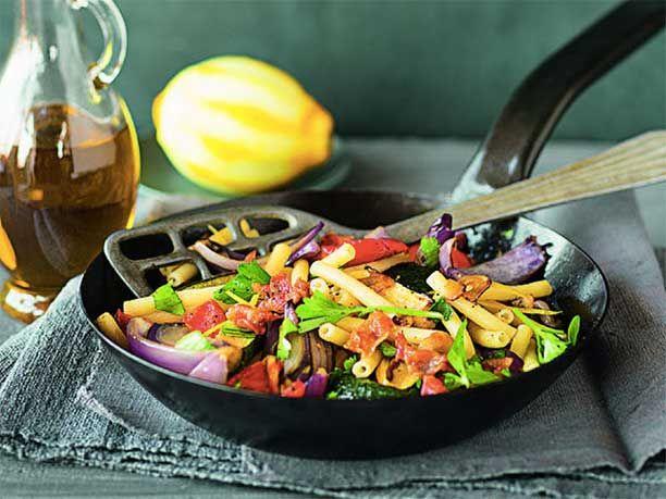 Zum Rezept für Zucchini-Tomaten-Pasta