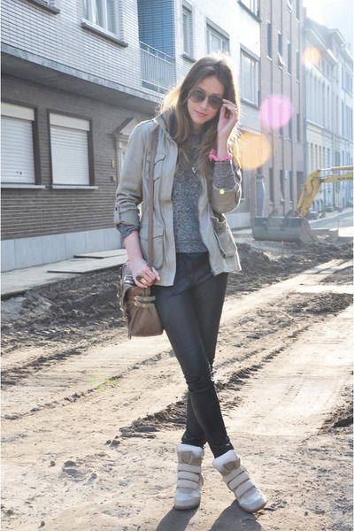 monotone knit + skinny w/beige court + wedge sneakers. wanna get this look !!