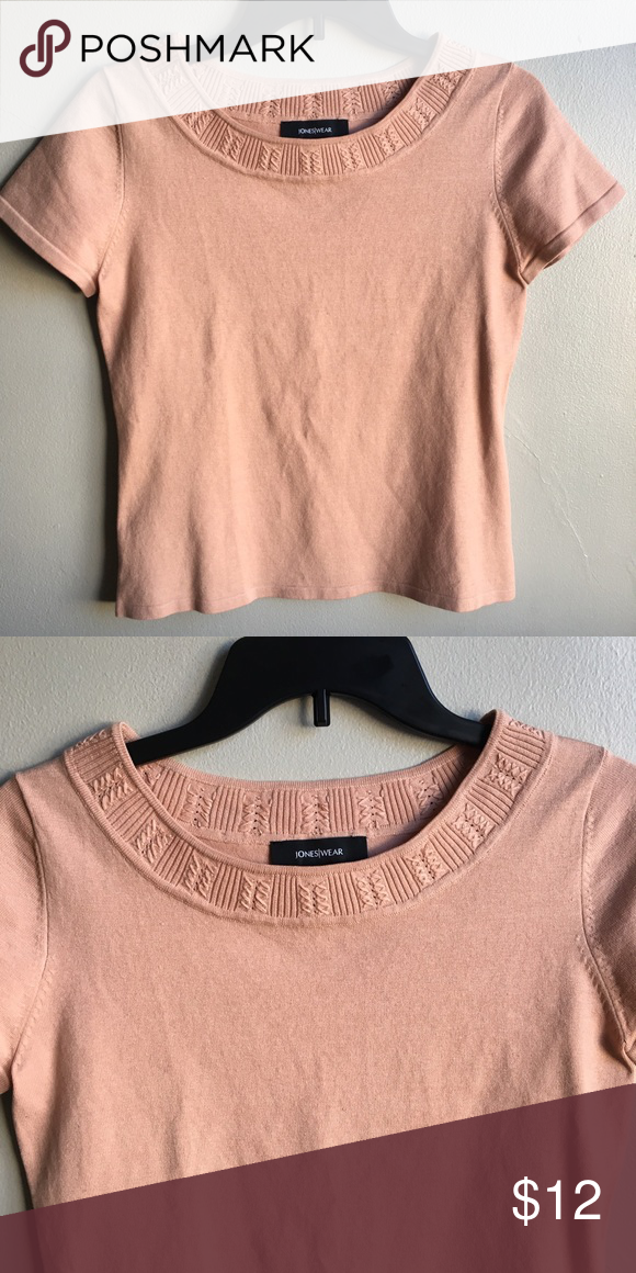 3$20 Jones|Wear Top Jones|Wear Top Design neckline Light