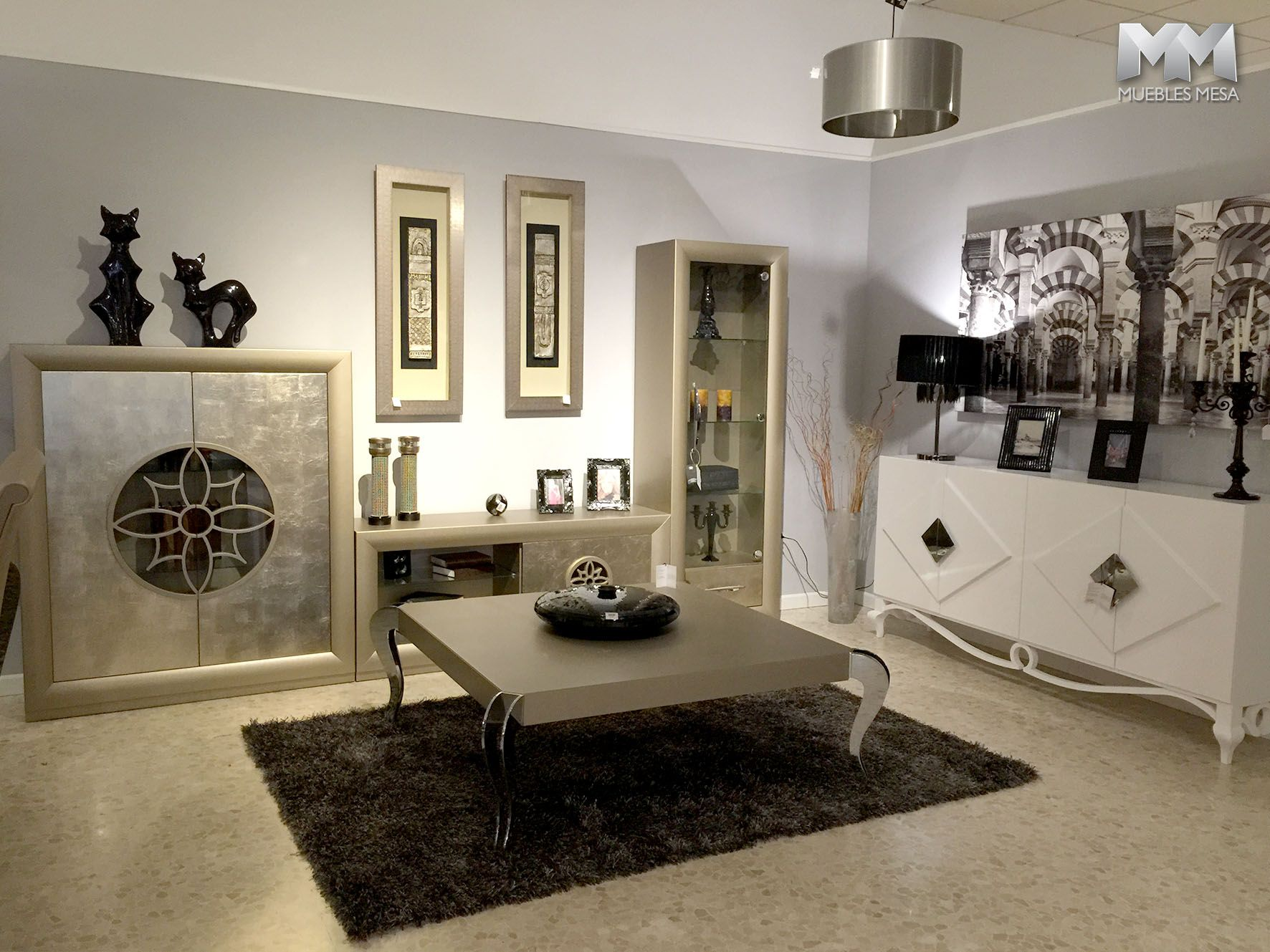 Muebles franco furniture en la exposici n de muebles mesa for Muebles clasicos en lucena