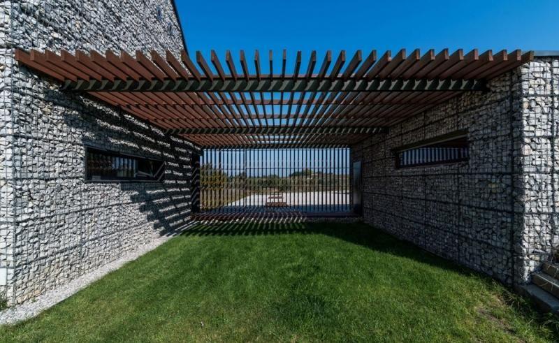 Clôture Gabion Pergola En Bois Et Pelouse Idée Pour Le Jardin