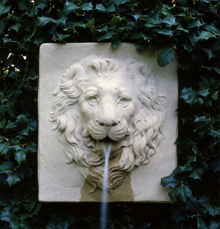Elegant Lion Garden Fountain