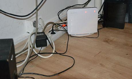 kabelsalat im b ro habe ich immer wieder das problem dass die kabel unter meinem schreibtisch. Black Bedroom Furniture Sets. Home Design Ideas