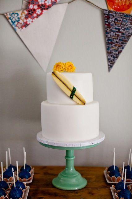 Surf wedding party details tartas cakes fondant pinterest surfboard cake cake and - Decoracion surfera ...