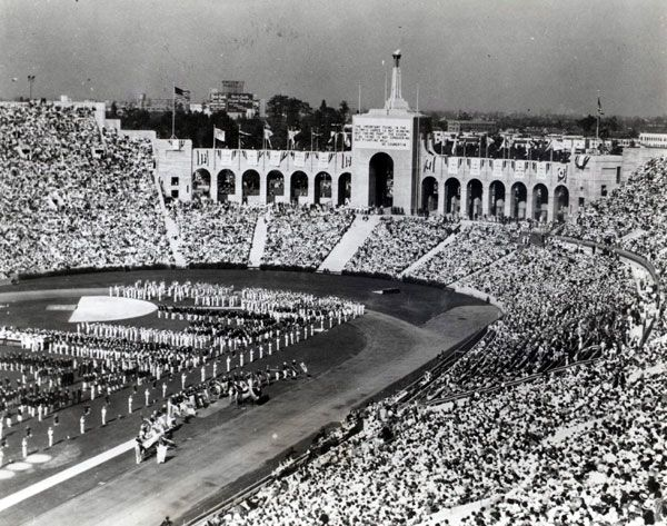 The 1932 Olympic Games Being Held At The Los Angeles Memorial Coliseum Photo Via Southern California Committee Olympic Games Los Angeles Vintage Los Angeles
