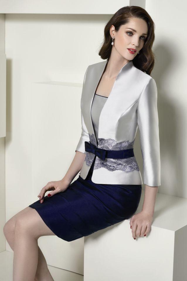 Traje para madrina con vestido bicolor plata y azul marino
