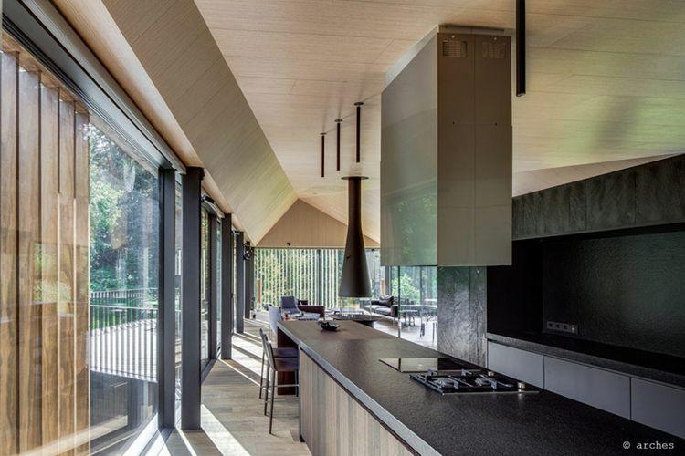haus-hanglage-küche-modern-raumteiler-kücheninsel Kochen - wandverkleidung für küchen