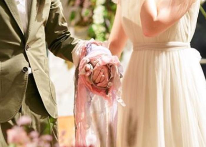 リボンで 手と手を結ぶ ケルト民族の結婚式の儀式 ハンドファスティング に注目 ドレス ハンドファスティング ウェディングドレス