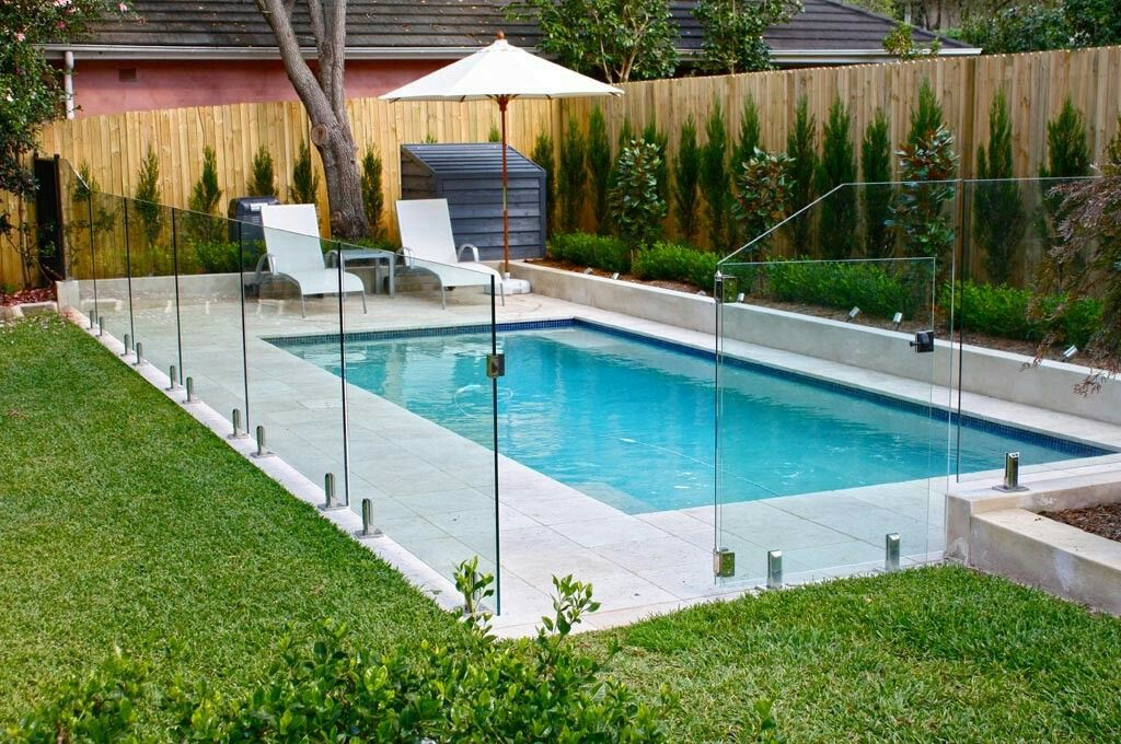 This Glass Wall Around The Pool For Reno In Cruces Backyard