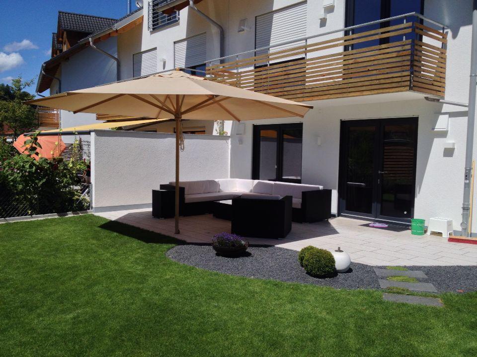 Doppelhaus terrasse mit kanfanar kalksteinplatten und for Terrassen lounge gunstig